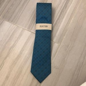 NWT Kenneth Cole Reaction Tie